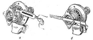 Проверка затяжки подшипников ведущей шестерни главной передачи переднего моста