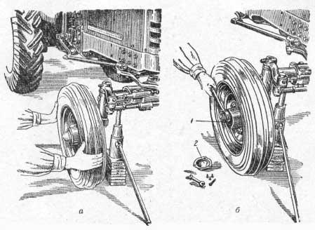 Проверка и регулировка осевого зазора в подшипниках переднего колеса всех тракторов, кроме МТЗ5Л и МТЗ7М