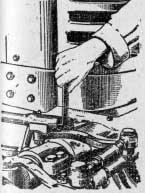 Регулировка зазора в шарнирном соединении продольной рулевой тяги трактора МТЗ2