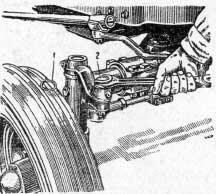 Регулировка зазора в шарнирном соединении толкающей рулевой тяги трактора МТЗ2