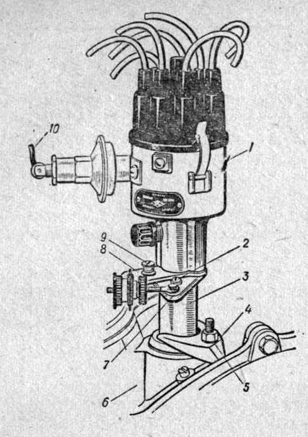 Крепление прерывателя-распределителя на двигателе