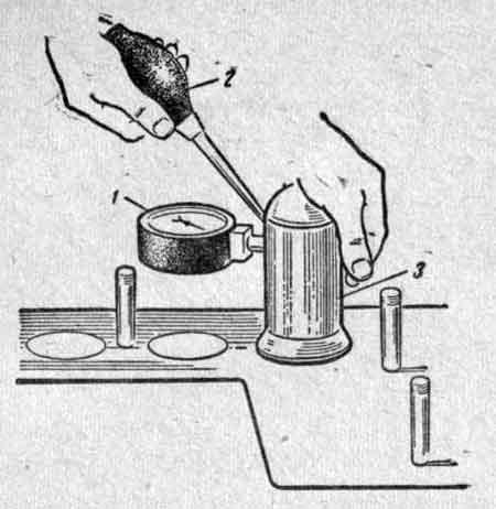 Проверка качества притирки клапанов прибором