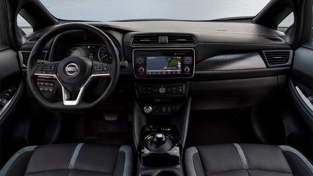 Салон (руль, панель приборов) у Nissan Leaf