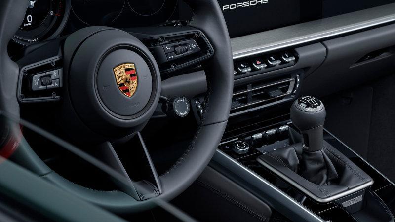 Porsche 911 Carrera S с механической коробкой передач поступит в продажу в 2020г.