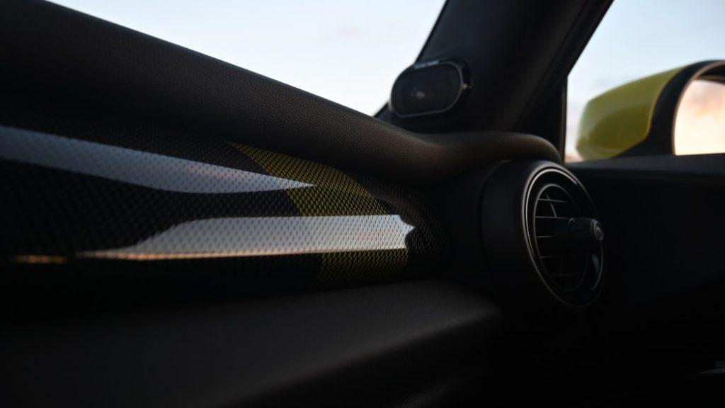 Mini Cooper SE с электроприводом: отделка салона