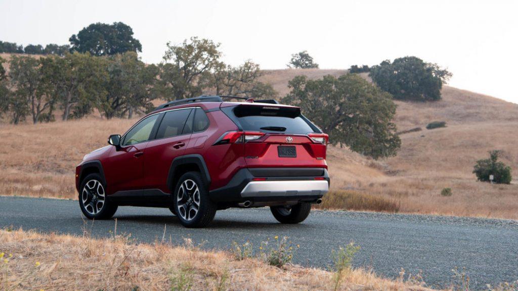 Toyota RAV4 2020: Обзор и руководство по покупке