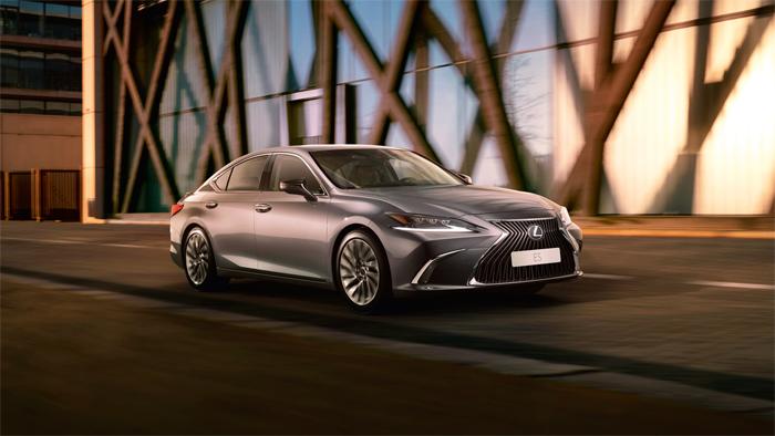 Сравнительный обзор Lexus ES и Lexus RX